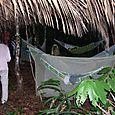 Rd_campamento_improvisado_en_la_selva