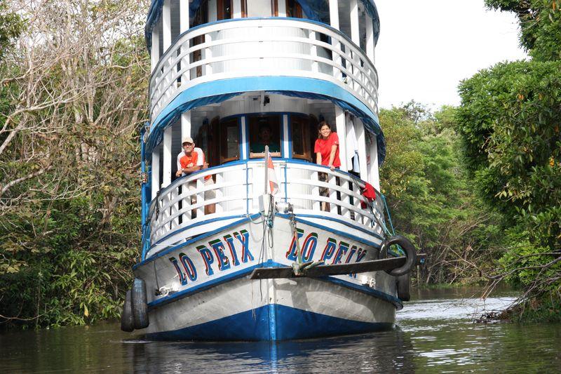 20  Barco Lo Peix en el río Araca