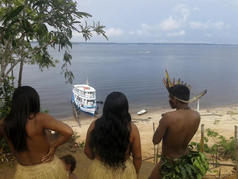 8 Visitando una aldea indigena
