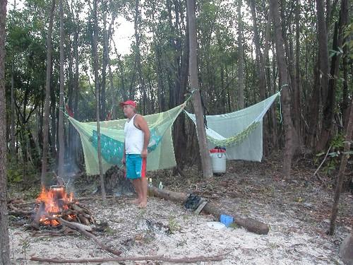 Rd_campamento_de_selva_apuau